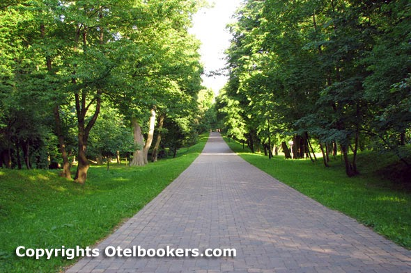 The Main Alley in the Loshica Estate - Minsk