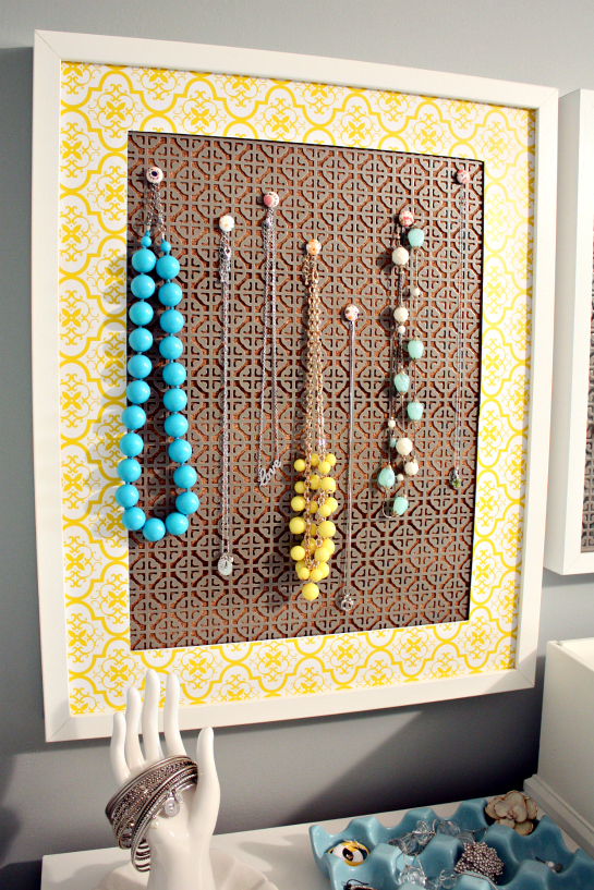 Iheart organizing a simple diy jewelry display for Cork board pin display