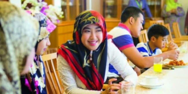 http://asalasah.blogspot.com/2015/04/kisah-menantu-sultan-brunei-yang.html