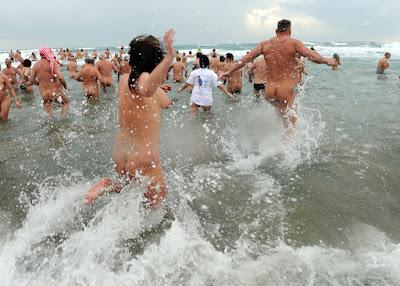 buongiornolink - Benvenuti nella città dei nudisti