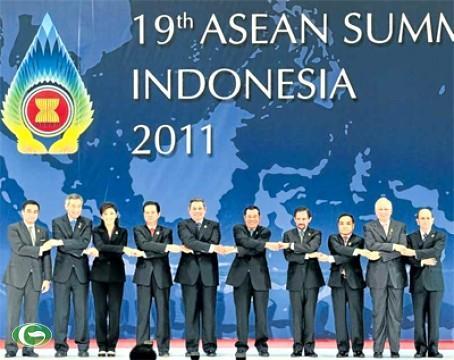 Thủ tướng Nguyễn Tấn Dũng tại Hội nghị cấp cao Asean 19 tại Indonesia