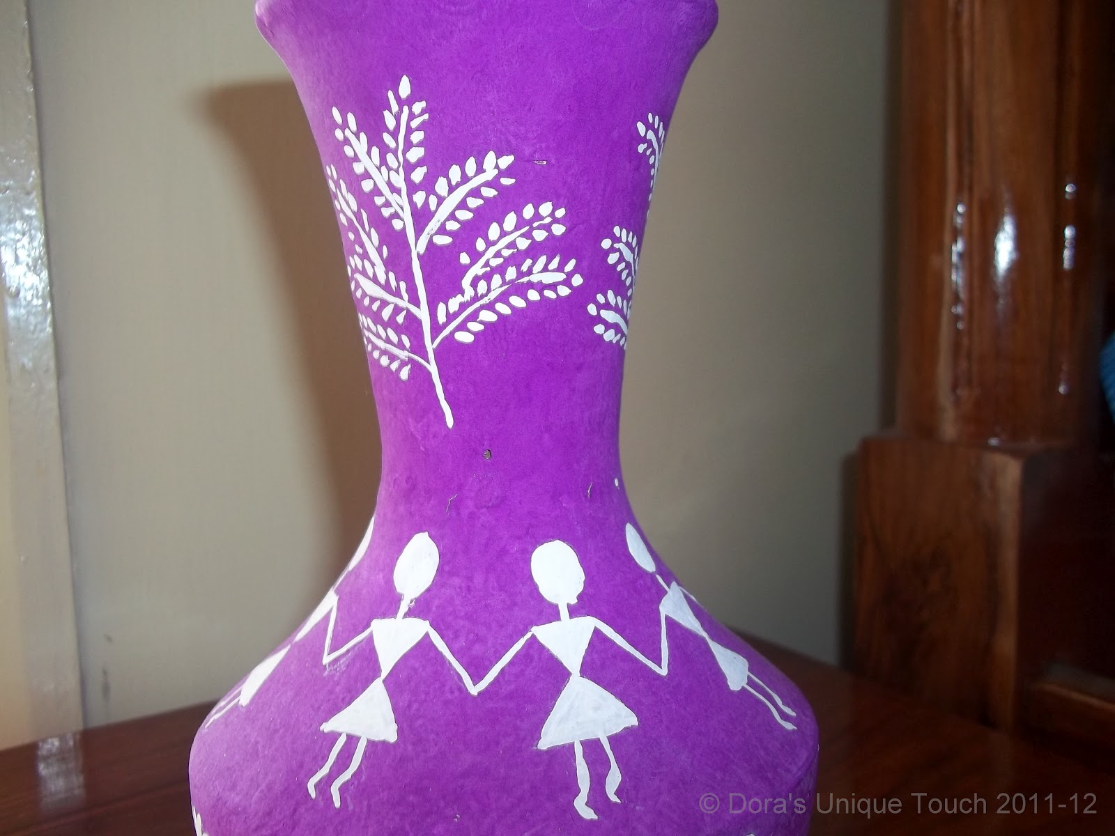 Doras unique touch flower vases the warli art the warli tribes basically use circle triangle and squares in warli paintings tried my hand on warli art this time reviewsmspy