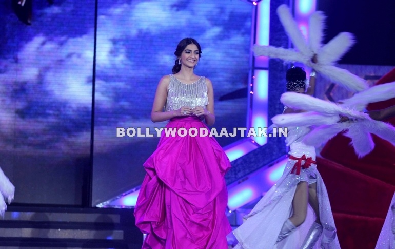Sonam Kapoor, miss india - Sonam Kapoor At Femina Miss India 2012