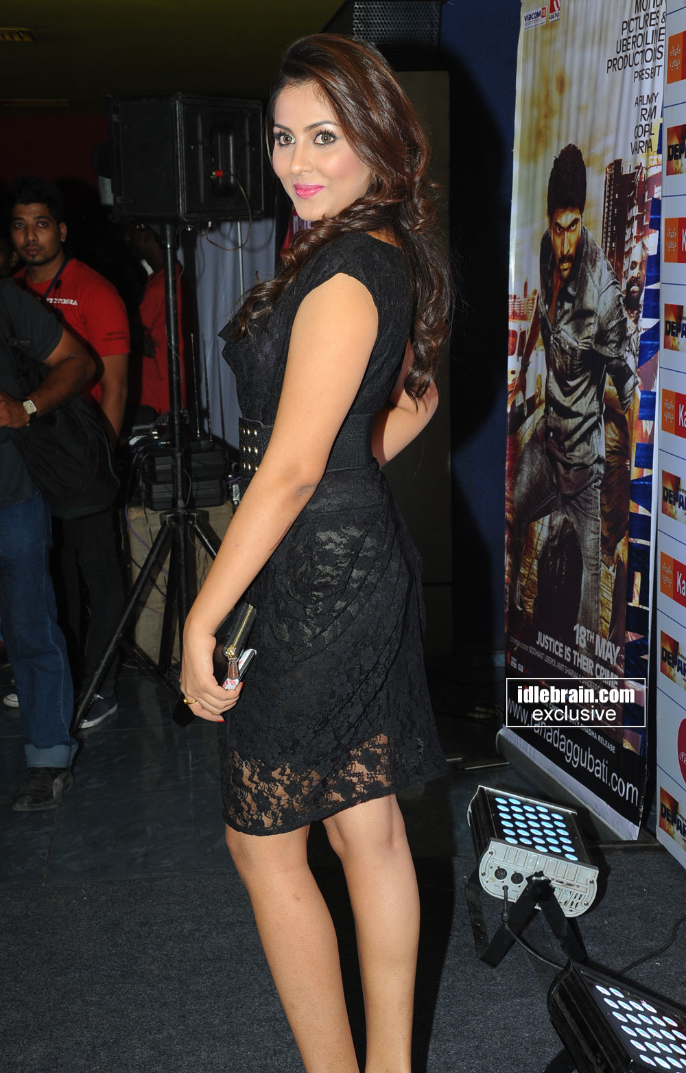 Madhu Shalini - pic 1 -  Madhu Shalini Department Premiere HOT black dress