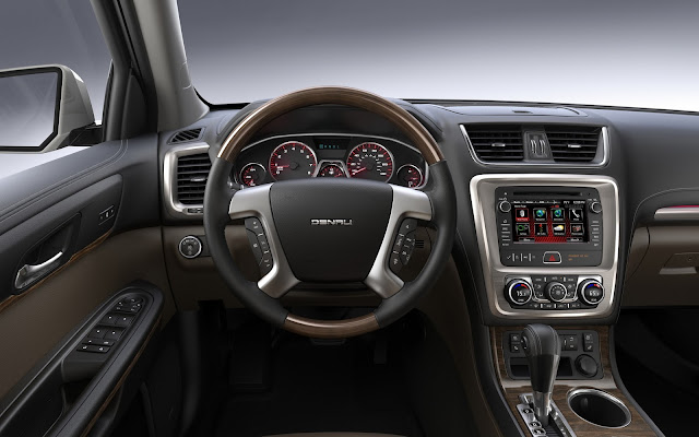 Instrument panel of 2013 GMC Acadia Denali