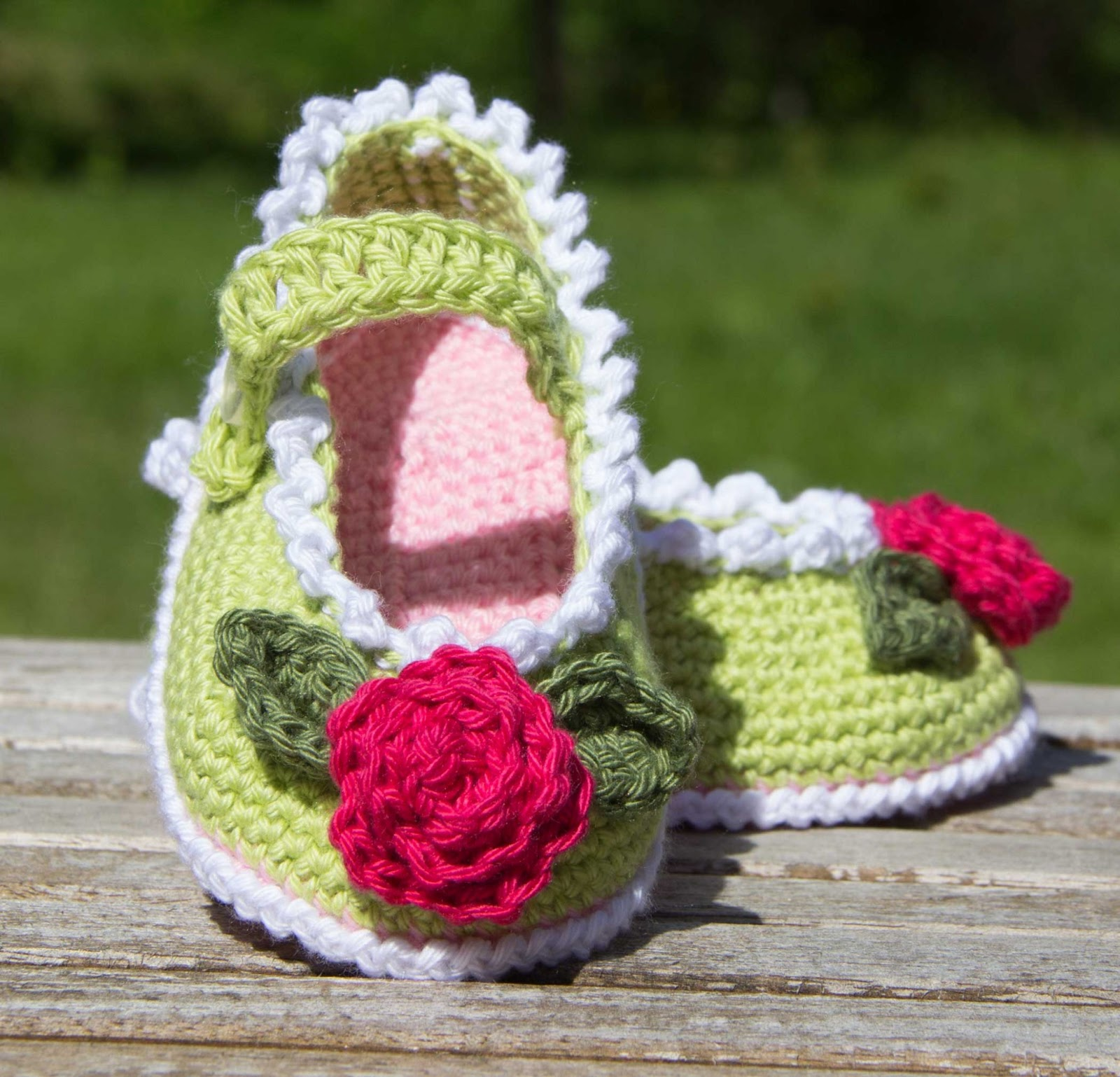 crochet shoe baby flower patern