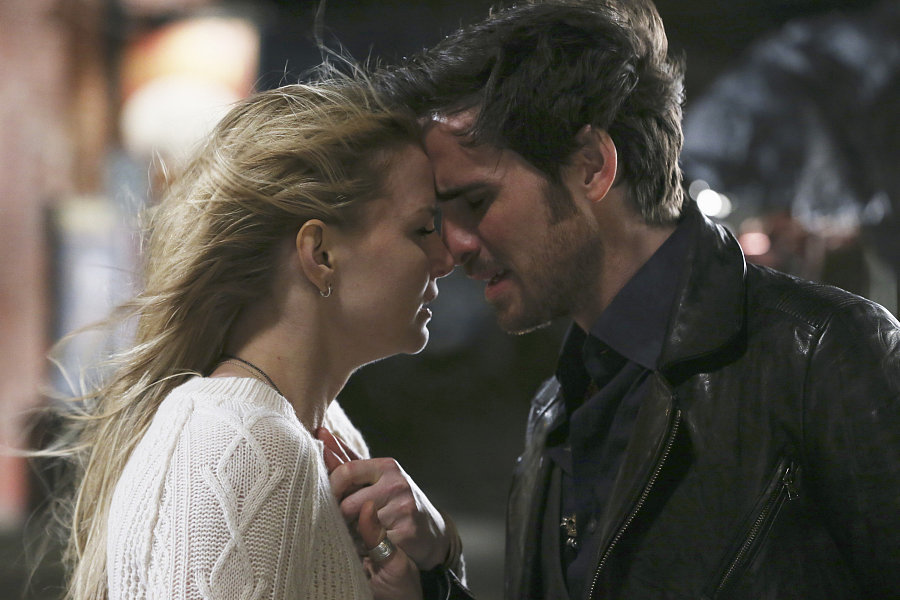 Once Upon a Time - Season 5 - Interview on Emma and Hook's 'Difficult' Season