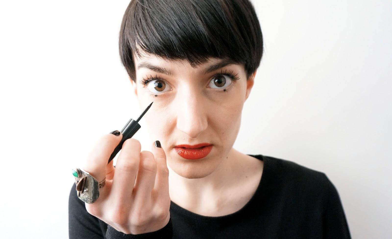 dot dot dot Point eye-liner en ras de cils Lexieblush.com