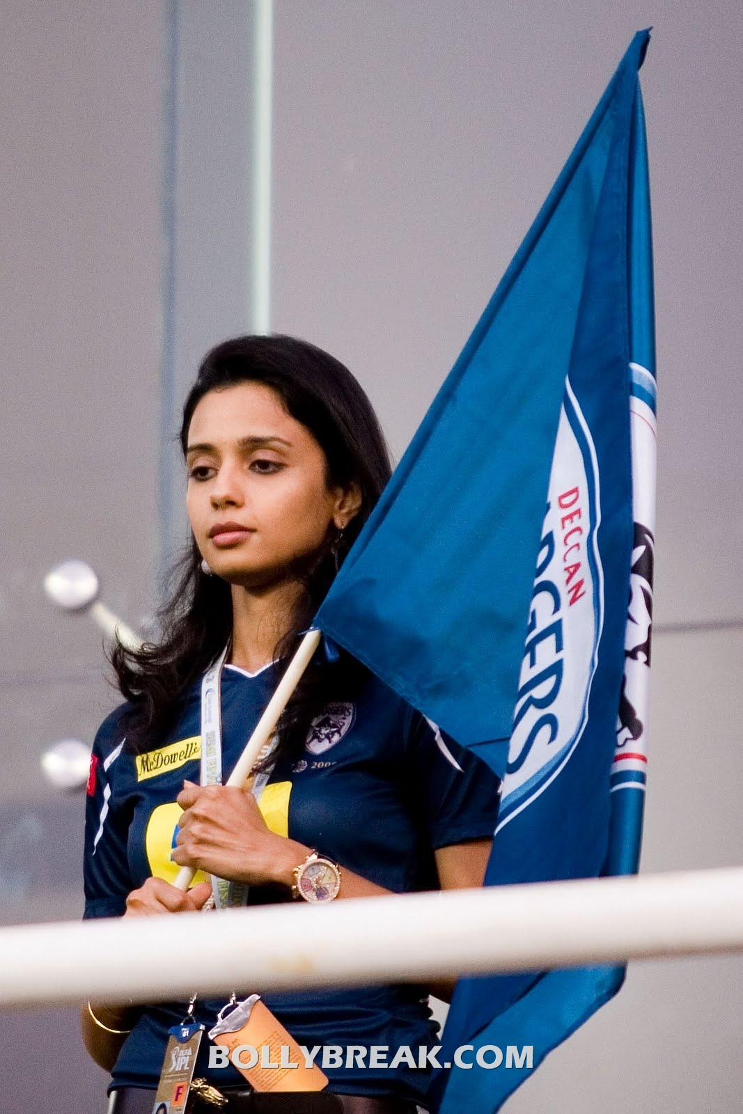 Gayathri Reddy with Deccan chargers flag - (14) - Gayatri Reddy Hot Pics at IPL Matches