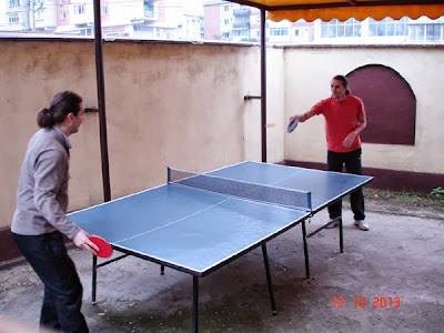 ping-pong in 3 cu schimb de locuri