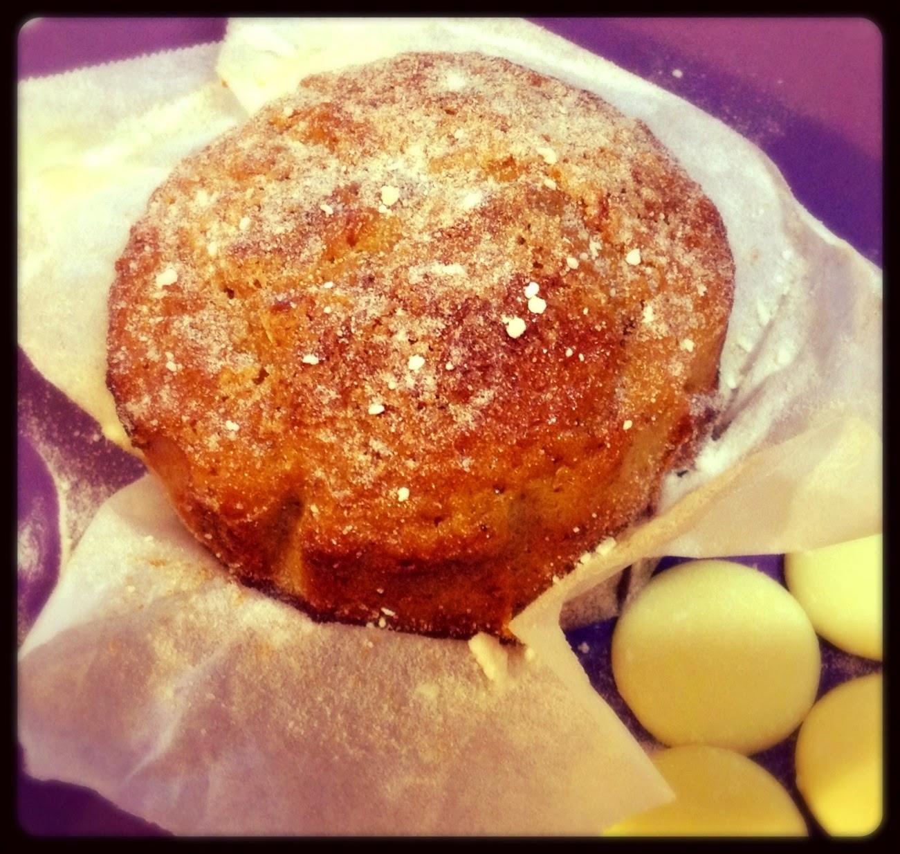 muffin allo yogurt greco, farina di mandorle e cioccolato bianco