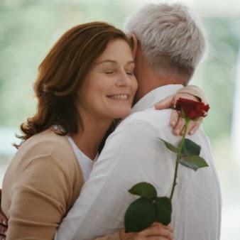 espiritismo, belo gesto, rosa, flor, abraço, sorriso, carinho, alegria, felicidade,