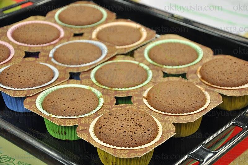 Çikolatalı Sürpriz Kek Tarifi Kolay Yapımı