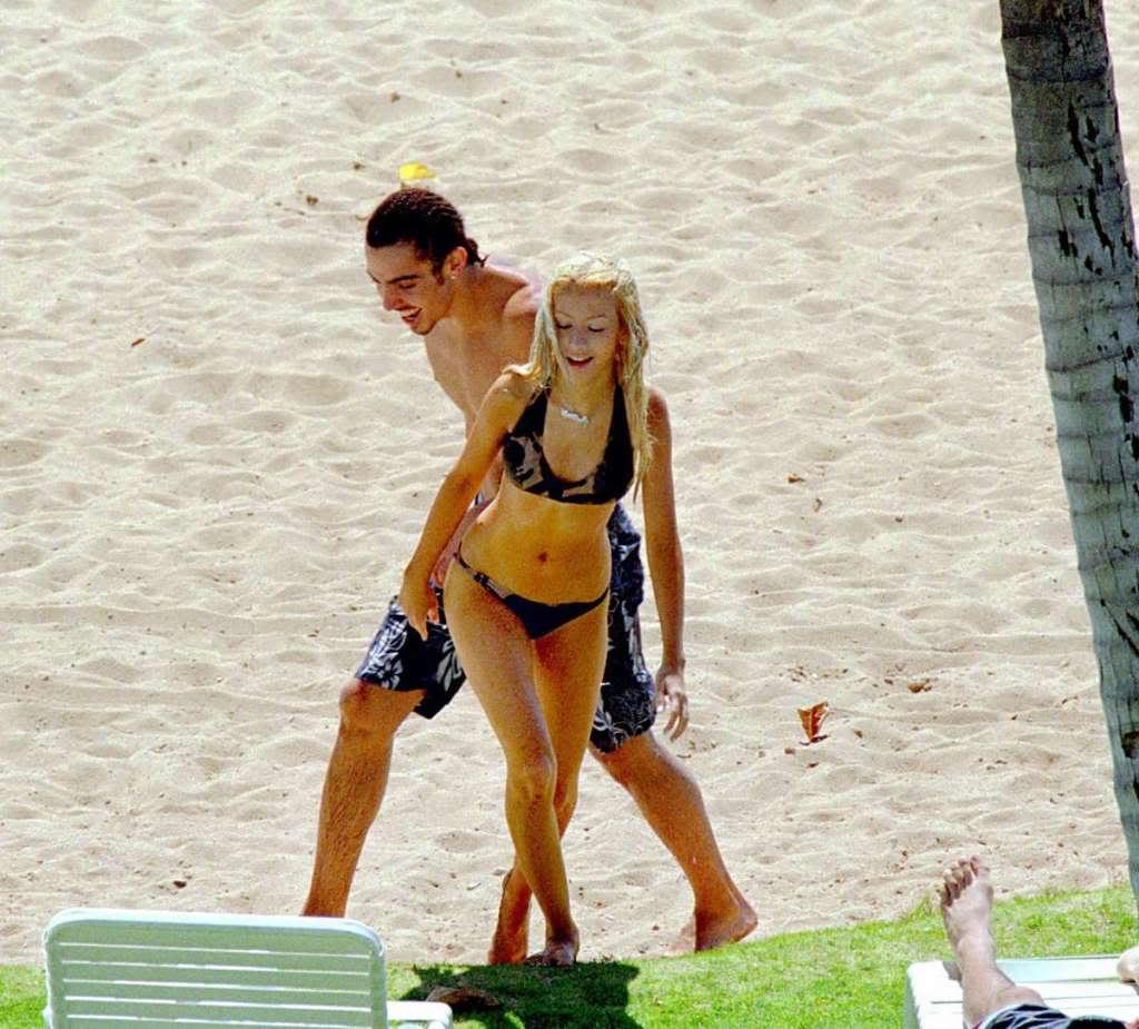Christina Aguilera Hot & Sexy Bikini