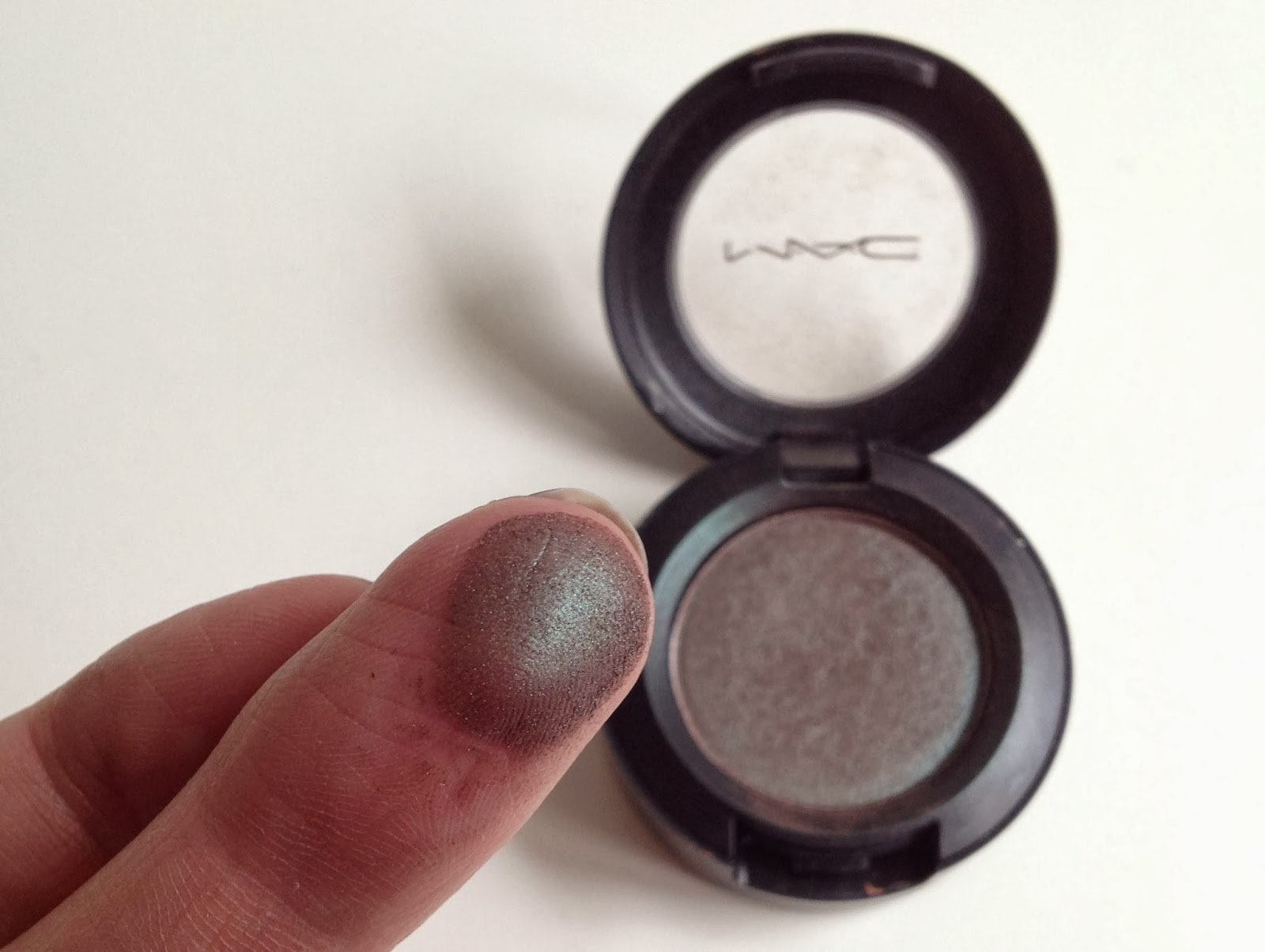 MAC Club Eyeshadow duo chrome effect