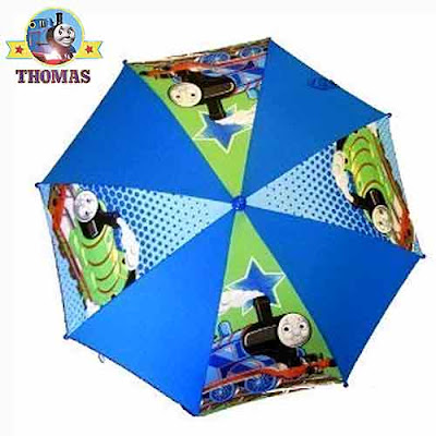 20 inch Thomas rain umbrella just right for 3 to 4 year old to open and close without any difficulty