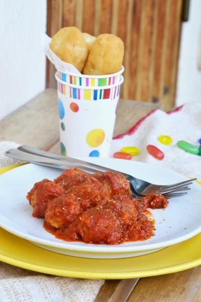 polpette vegetariane al sugo di pomodoro con origano