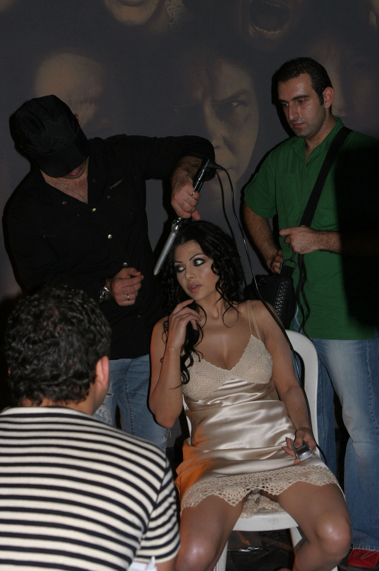 فضائح هيفاء وهبي سكس http://news-arts-news.blogspot.com/2013/04/blog-post_1533.html