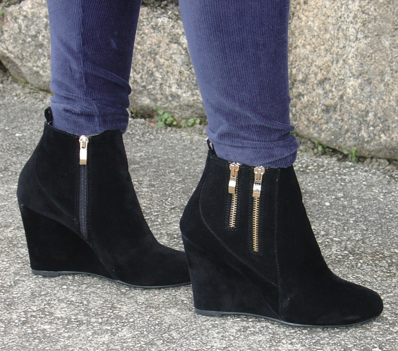 Blue Camo Sweater. Visit www.forarealwoman.com  #moda #fashion #blogger