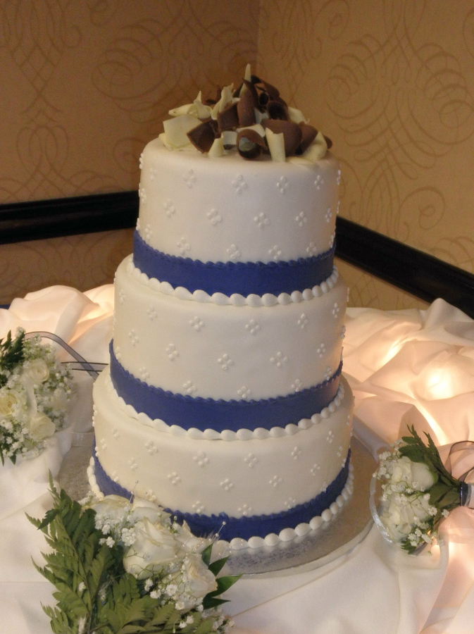 This lovely cake was right in keeping with the royal blue color scheme