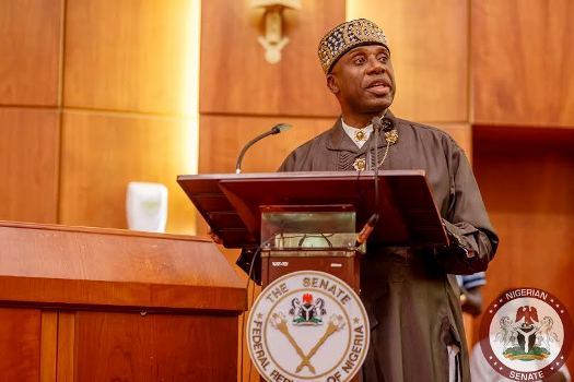 Funny reactions after Amaechi said he had never taken bribe in his life at screening!