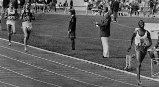 Kipchoge Keino se impone en los 1500 metros en los Juegos Olímpicos de México en 1968