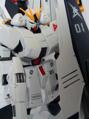 FA-93HWS Nu Gundam