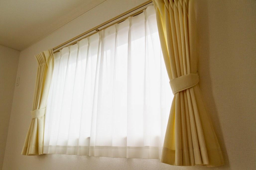 腰窓 基本的にカーテンはすべてこの組み合わせ