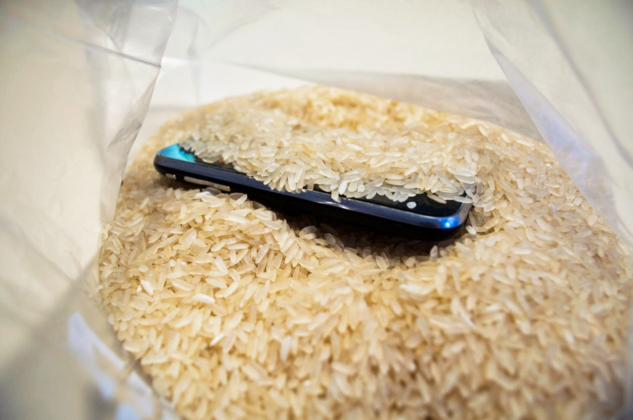 Cheapest way to Dry iphone for Water Damage Video