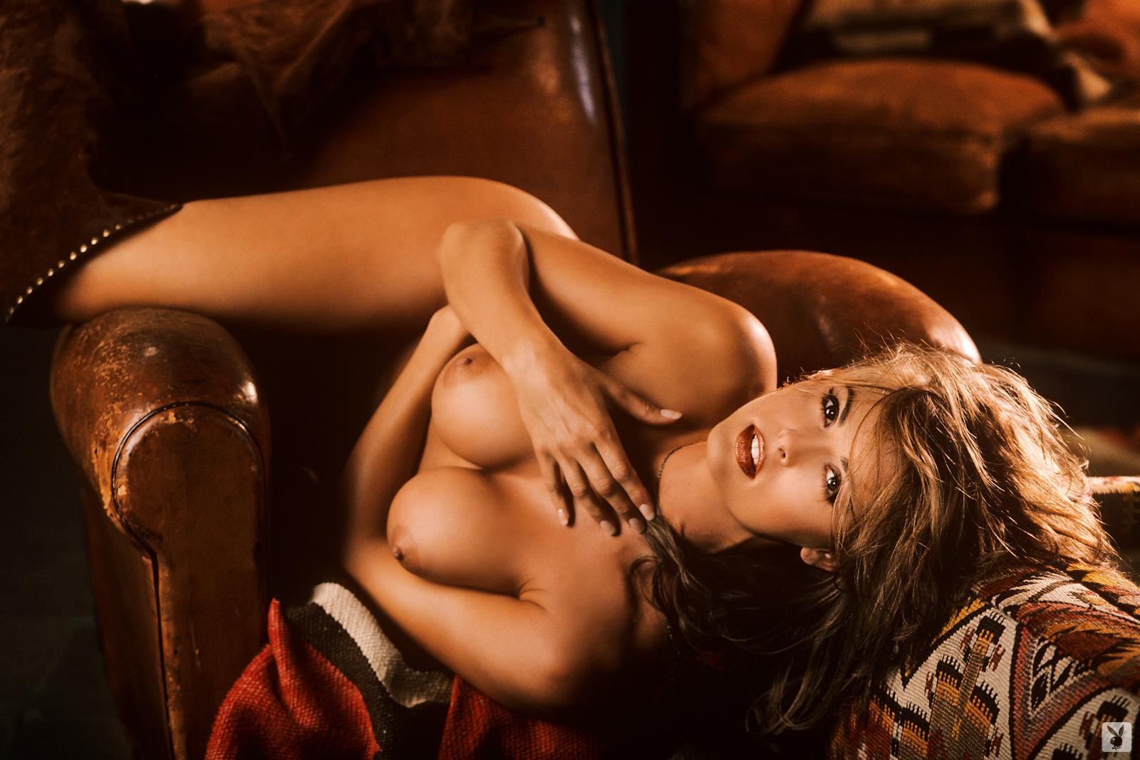 young girl nude selfy