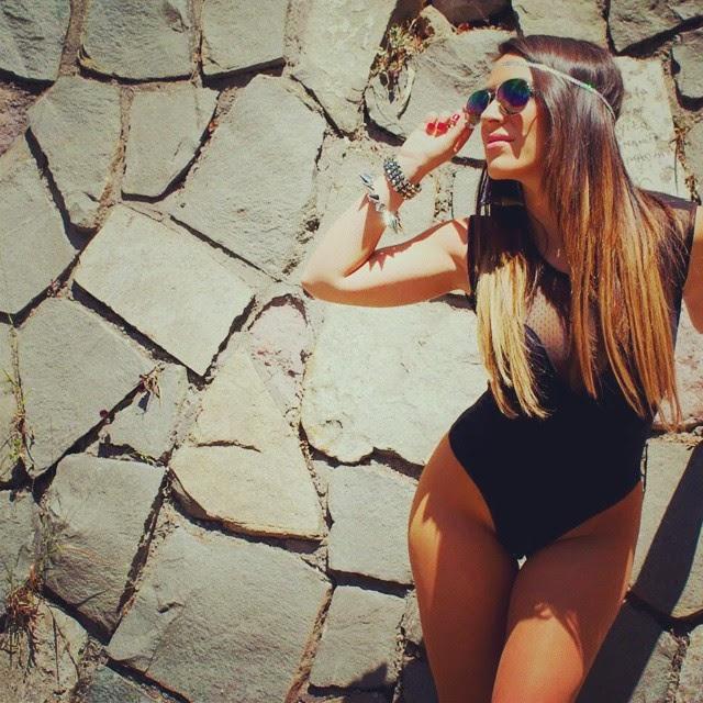 las latinas mas atrevidas , seductoras y calientes están aquí para deleitarnos ,chica sexy 1x2