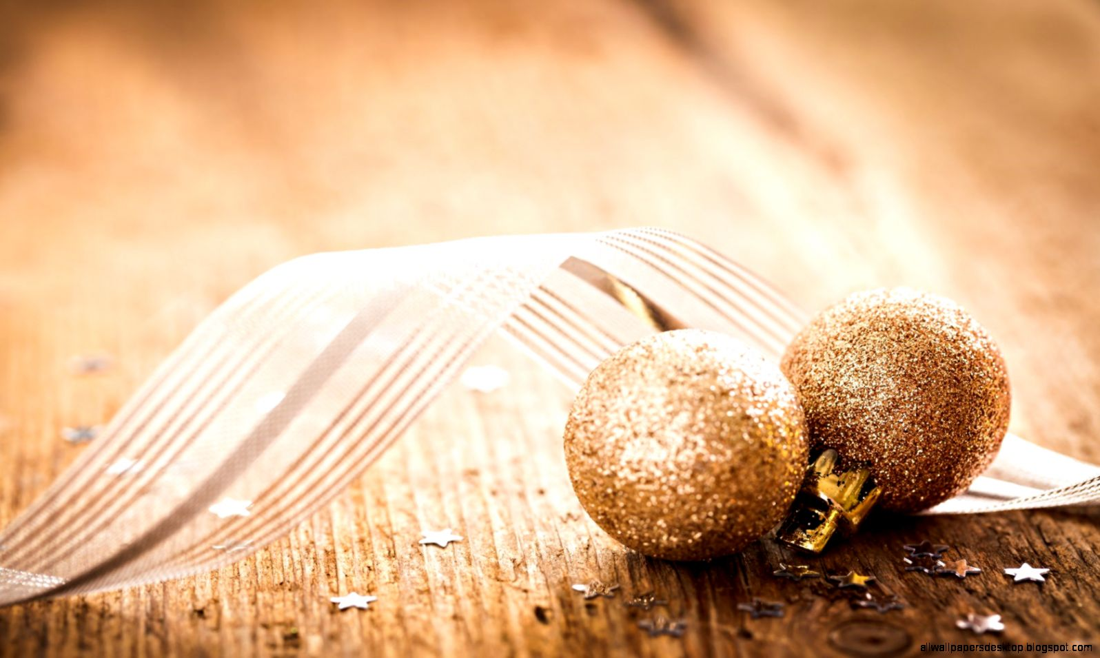 view original size new year golden balls christmas ornaments wallpaper 1680x1050