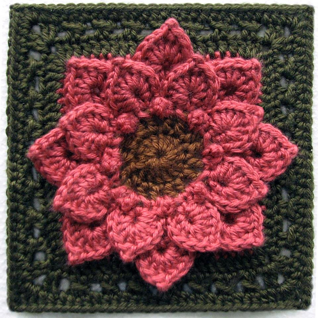 Crochet Crocodile Stitch : Free pattern for this granny square by Joyce Lewis over at Ravelry
