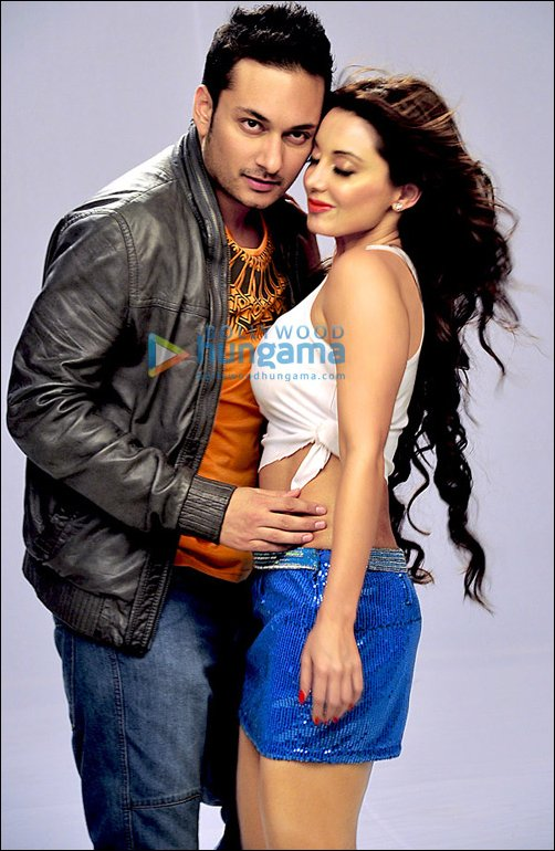 Minishha Lamba - Hot Minissha in Hum Tum Shabana