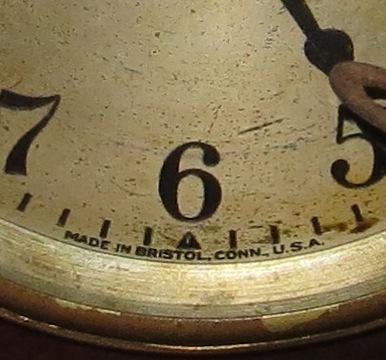 """Ampliação da Fotografia de Relógio da marca """"Ingraham"""" Antigo de Mesa forrado a madeira. Made in Bristol, USA"""