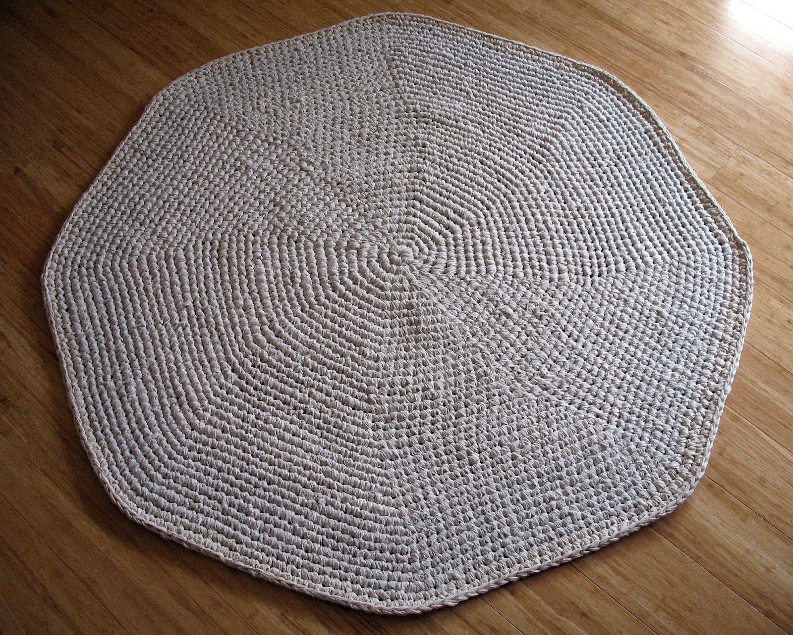 Crocheting A Rug : and also that it looks so natural and well...handmade :)