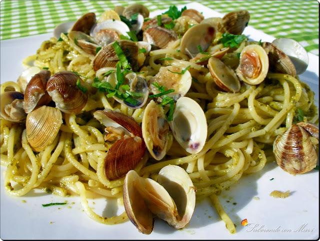 Espaguetis con Pesto a la Genovese y almejas al Albariño