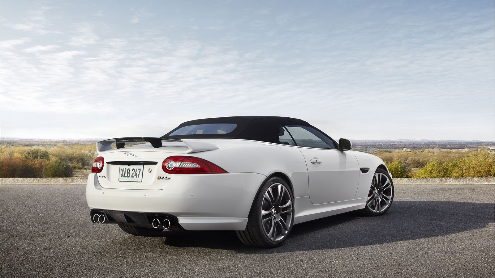 http://3.bp.blogspot.com/-SahMvzK8UCY/TsjYFpvaWaI/AAAAAAAAAe0/gENyluse1BM/s1600/2013+Jaguar+C-X16+18.jpg