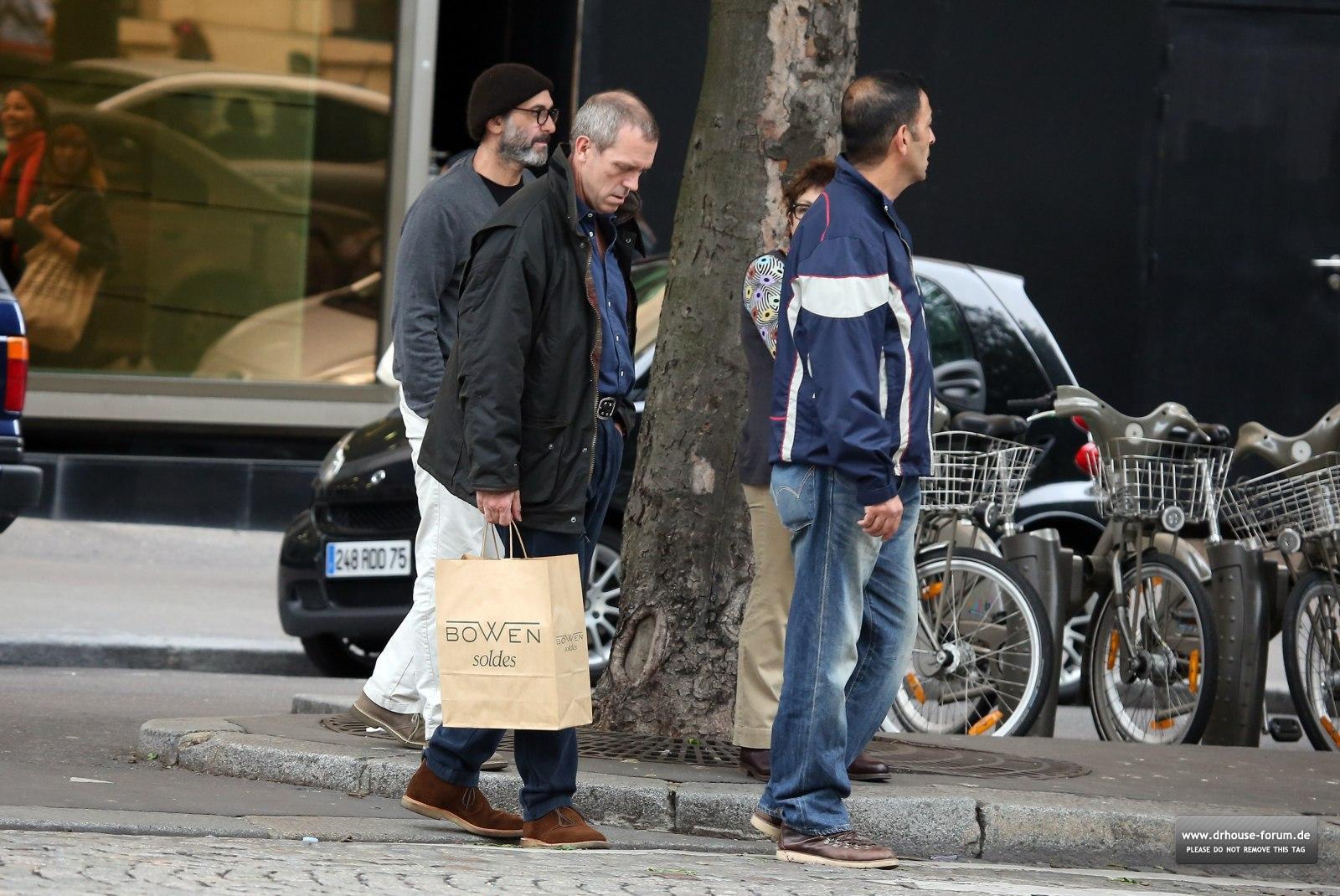 http://3.bp.blogspot.com/-Samm_h_jMwg/T_7gLw15gXI/AAAAAAAACYo/7iPVcaRHnO8/s1600/Hugh+Laurie+%2526+Jo+Green+-+Shopping+in+Paris+-+July+2012+(1).jpg
