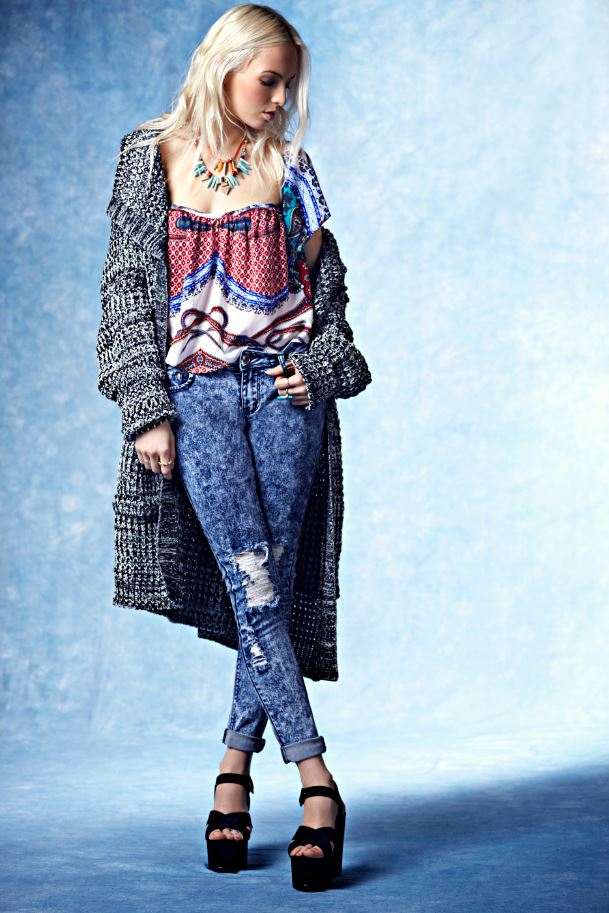 Boohoo China Blue Autumn Winter Chunky Cardigan, Printed Gypsy Top, Ripped acid wash jeans, chunky black platform heels, Monochrome knit,