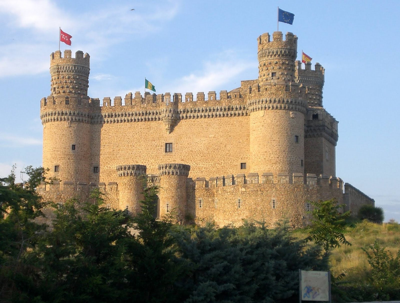 "an essay on the castles in the middle ages Here is an essay i wrote about the crusades (some information is repeated in here from the rest of the site) (""effects of the crusades"" middle-agesorguk."