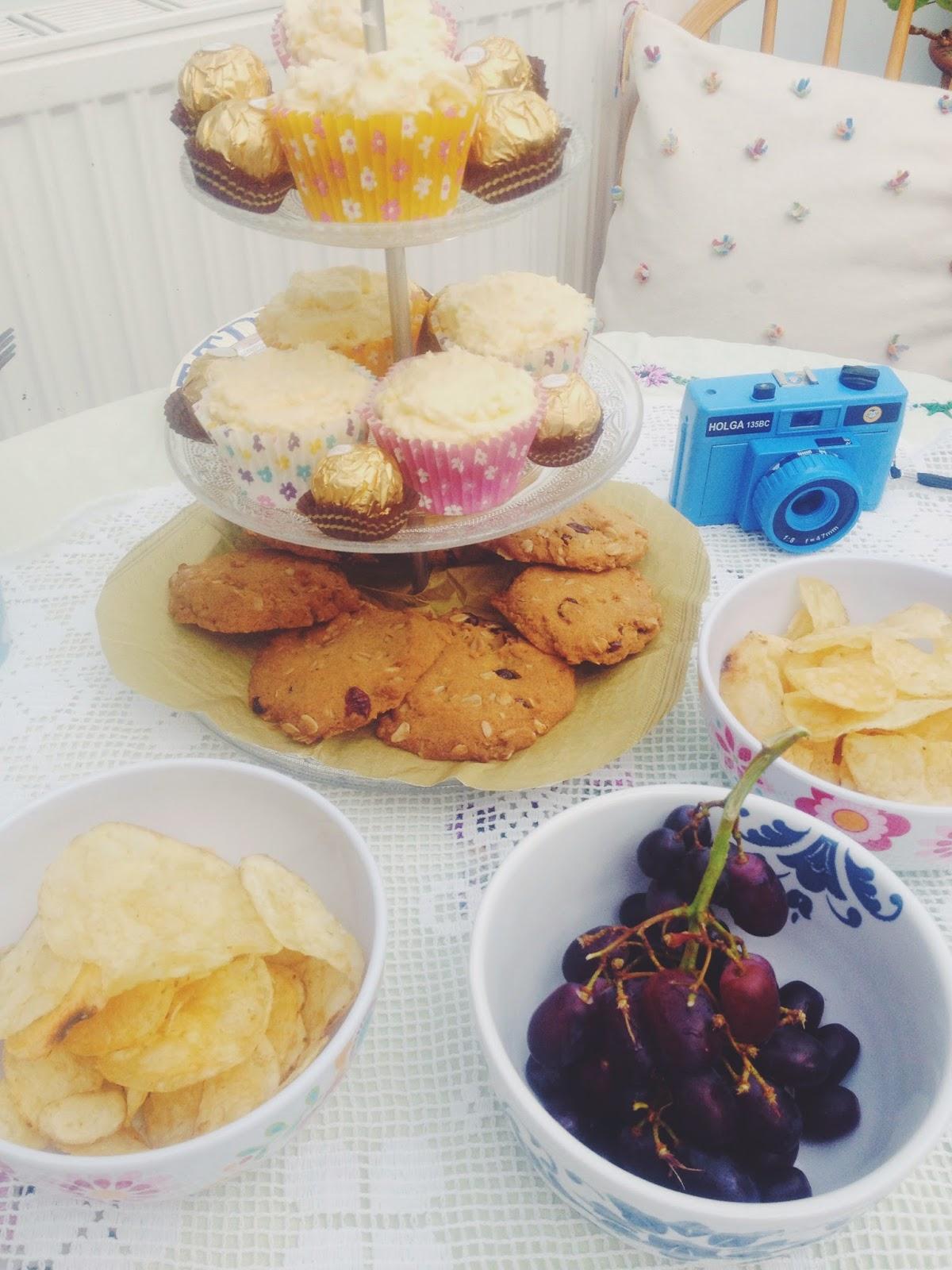 FOOD : COCONUT + VANILLA VEGAN CUPCAKES