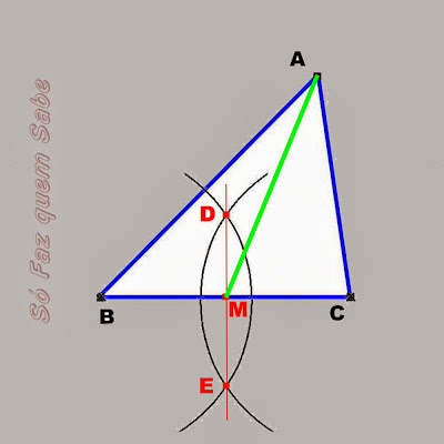 Ligando-se o vértice A ao ponto médio M define-se a mediana AM do triângulo.