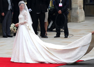 Kate brings back the sleeved wedding dress