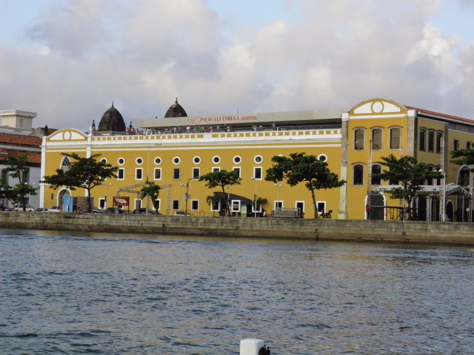 RECIFE; TURISMO; PASSEIO DE BARCO; PASSEIO DE CATAMARÃ; RIO CAPIBARIBE; SHOPPING PAÇO ALFANDEGA
