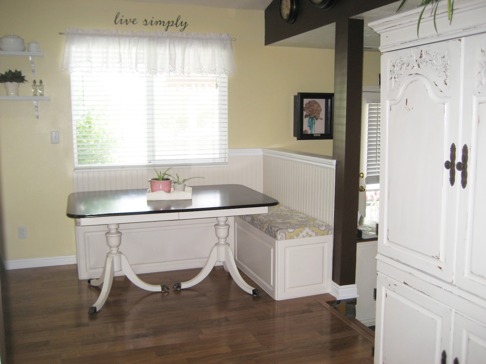 Paint Me Shabby Cushions for the Breakfast Nook