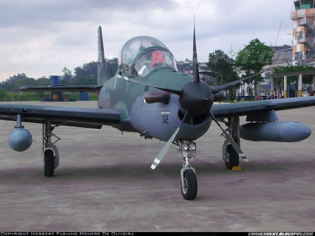 É MAIS QUE VOAR PARIS AIR SHOW 2015 | Embraer vende cinco A-29 Super Tucano para a Força Aérea de Gana