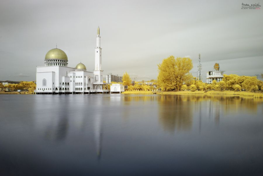 18. As-salam Puchong Mosque (infrared) by tuan azizi