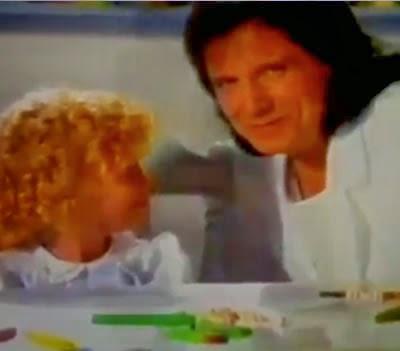 """Propaganda da Nestlé com o cantor Roberto Carlos em 1996. """"Como é grande o meu amor por você"""" foi a canção do VT."""