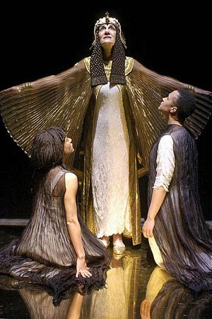 antony and cleopatra essays Antony and cleopatra (1606-07) picks up where julius caesar leaves off it presupposes familiarity not only with events dramatized in that play but also with earlier roman conflicts it presupposes familiarity not only with events dramatized in that play but also with earlier roman conflicts.
